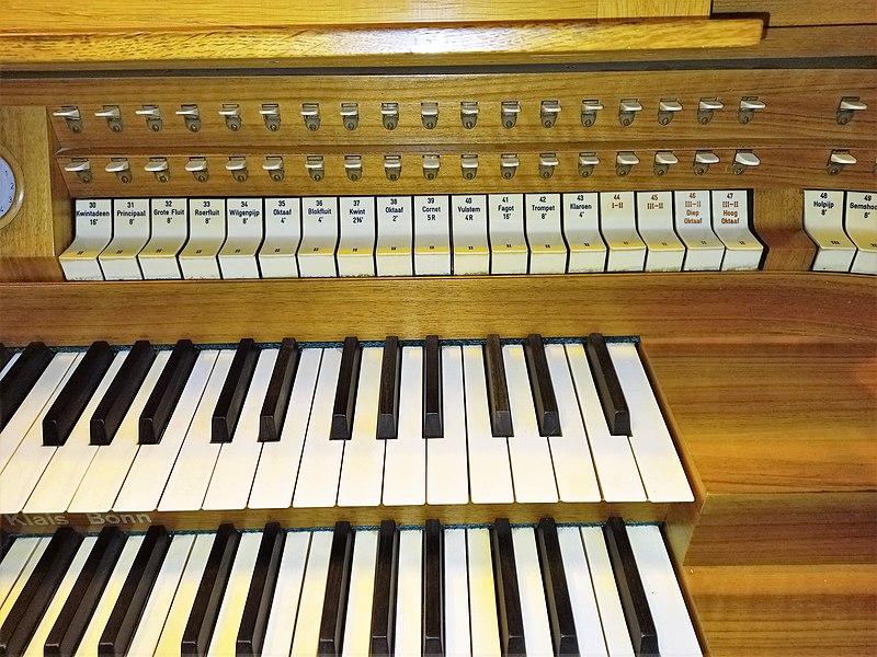 Datei:Knokke, Heilig Hart (Klais-Orgel, Spieltisch) (4).jpg