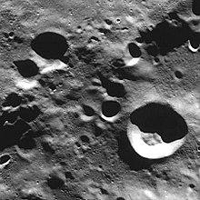 库恩陨石坑