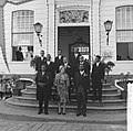Koningin Juliana te midden van Raad van Ministers van Suriname, Bestanddeelnr 918-3159.jpg