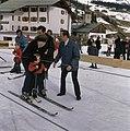 Koninklijke familie met wintersportvakantie in LechPrinses Beatrix met prins Fr, Bestanddeelnr 254-9192.jpg