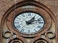 Kosciol sw. Stanislawa Biskupa Meczennika w Warszawie - zegar na wiezy.jpg