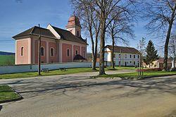 Kostel svatého Jiří a Fara, Věžná, okres Pelhřimov.jpg
