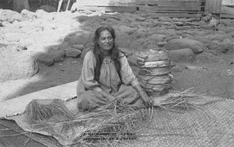 Lauhala - Image: Lauhala weaver, Pukoo, Molokai (PP 33 6 001)