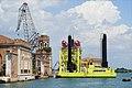 """Le """"Jack-up"""", pour la maintenance des barrières mobiles du projet Mose (Venise) (35696088382).jpg"""