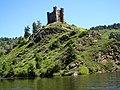 Le château d'Alleuze sur le Lac de Granval. - panoramio.jpg