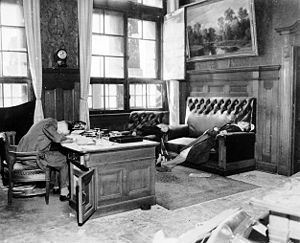 Mass suicides in 1945 Nazi Germany - The Deputy Mayor of Leipzig and his wife and daughter, who committed suicide in the Neues Rathaus as American troops were entering the city on 20 April 1945.