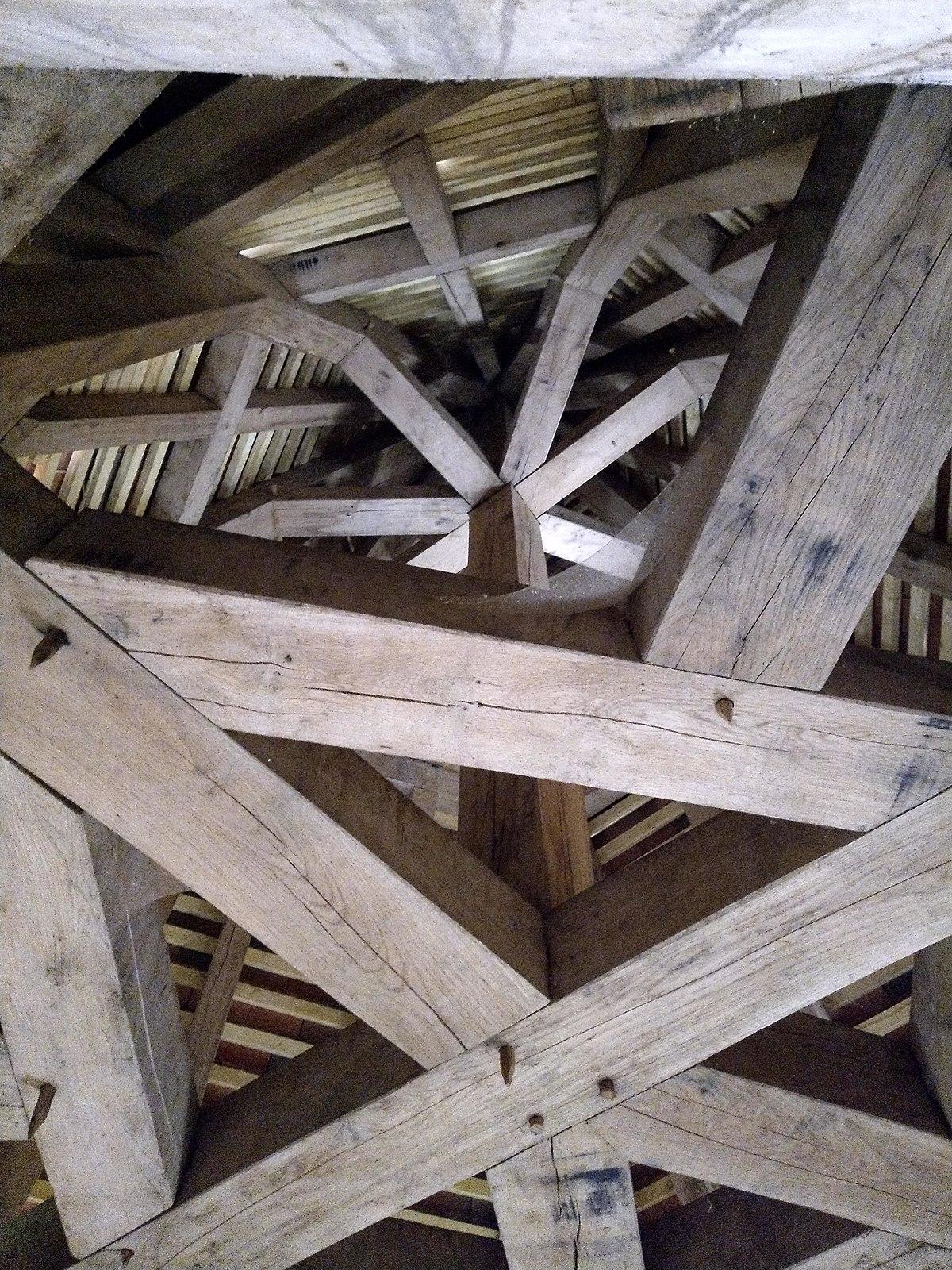 Les charpentes du château de Meauce.jpg