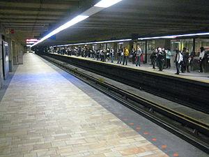 Longueuil station - Image: Longueuil–Université de Sherbrooke Station Metro