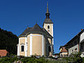 Mönichwald - Kirche hll Peter und Paul mit Friedhofsmauer.jpg