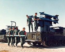 لائحة الأسلحة و الأجهزة التي تسلمتها الدول من المخزون الأمريكي - صفحة 2 250px-MIM-72_Chaparral