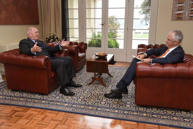 Malcolm Turnbull visits Peter Cosgrove to request double dissolution