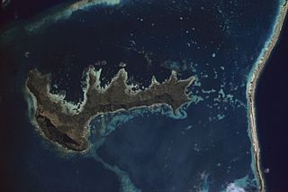 central and largest island of the Gambier Islands in French Polynesia