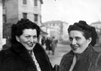 Maria Luisa and Sara Palagini in Bologna on 1947.jpg