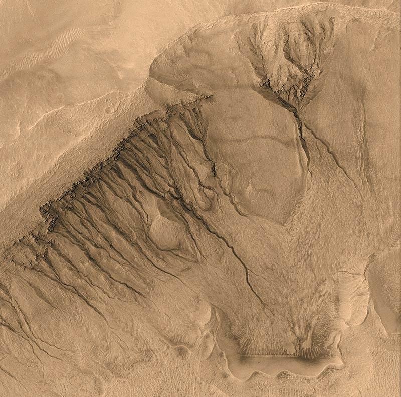 Mars gullies.800px
