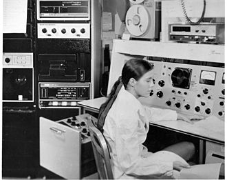 History of mass spectrometry - A mass spectrometer in use at NIH in 1975