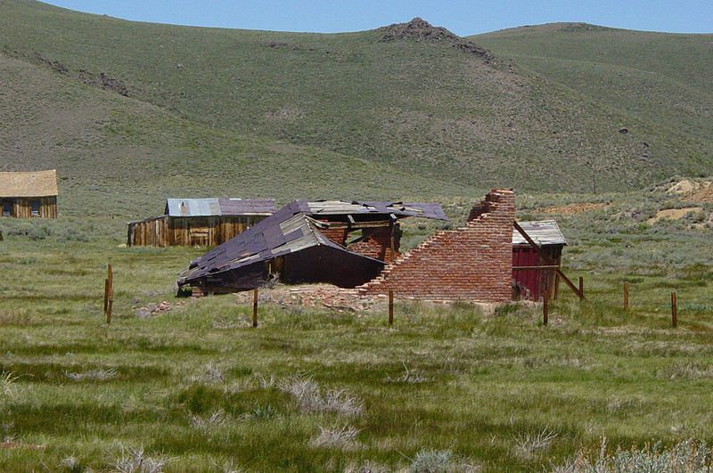 File:Mastretti Liquor Warehouse ruins in Bodie, California.jpeg