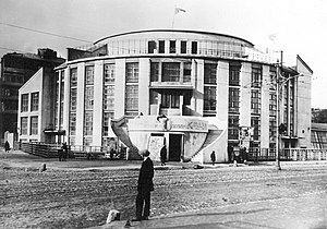 Konstantin Melnikov - 1920s photo: Konstantin Melnikov in front of his Kauchuk Club