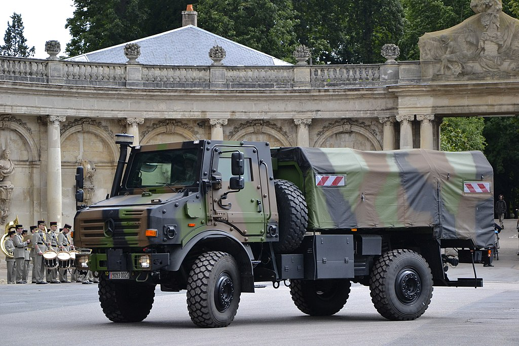 1024px-Mercedes-Benz_Unimog_-_French_mil