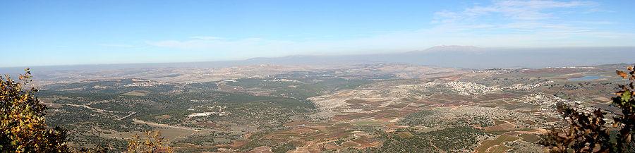 הנוף מהר מירון לצפון-מזרח כשבאופק הר חרמון