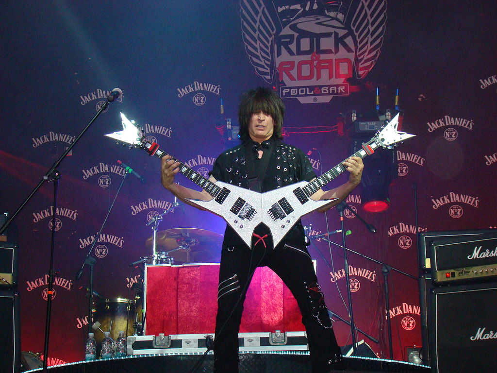 file michael angelo batio with his double guitar jpg wikimedia commons. Black Bedroom Furniture Sets. Home Design Ideas