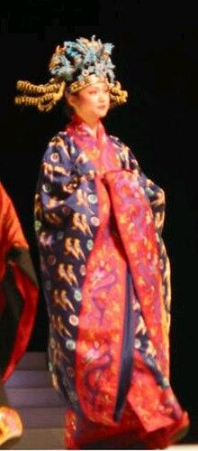 812590a79 Diyi - Diyi (翟衣) worn with fengguan (phoenix crown)