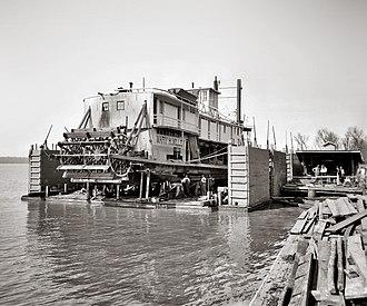 Vicksburg, Mississippi - Floating drydock in Vicksburg, circa 1905