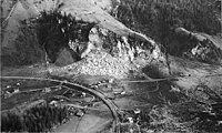 Trümmer der Fluh in Mitholz und verwüstetes Dorf