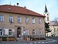 Mníšek pod Brdy, městský úřad a kostel.jpg