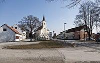 Mogersdorf Kirche mit Hauptplatz.jpg