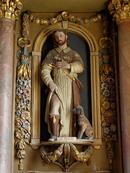 Église Saint-Martin de Montreuil, commune de Montreuil-Poulay (53). Maître-autel et son retable. Statue de Saint-Roch.