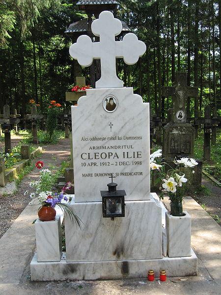 Fișier:Mormântul lui Cleopa Ilie.jpg