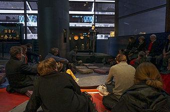 """Musée du quai Branly, lecture de """"Tristes Tropiques"""" par Noam Morgensztern 01.jpg"""