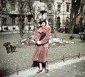 Női portré, a Múzeumkertben, háttérben a Bródy Sándor utca házai. Fortepan 75509.jpg