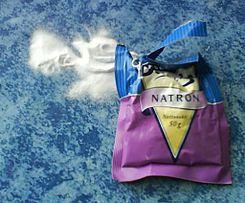 245px Natron 3 Las palabras de la ciencia (IV): Ácidos y bases (o álcalis).