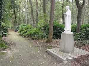 Berchmanianum - Image: Nijmegen Rijksmonument 523017 Berchmanianum Houtlaan 4 park met beeld St.Jan Berchmans