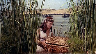 https://upload.wikimedia.org/wikipedia/commons/thumb/2/25/Nina_Foch_holding_Moses%27_basket_in_The_Ten_Commandments_trailer.jpg/330px-Nina_Foch_holding_Moses%27_basket_in_The_Ten_Commandments_trailer.jpg