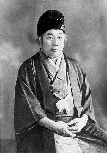 大本の開祖のひとり出口王仁三郎(1871年 - 1948年)。全81巻83冊の『霊界物語』を書いた。『霊界物語』にはスヴェーデンボリの影響がみられる。