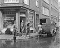 Opnamen voor de Anne Frankfilm in de Staalstraat te Amsterdam, scene waarin de g, Bestanddeelnr 909-7466.jpg