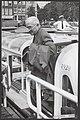 Oud-president Harry Truman brengt bezoek aan Amsterdam. Bij het verlaten van een, Bestanddeelnr 096-0765.jpg