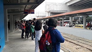 PNR Dela Rosa Station - platform (South Superhighway, Makati)(2018-02-20).jpg