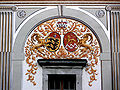 Palast Hohenems Innenhof Wappen Waldburg.jpg