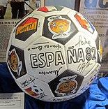 Pallone di spagna 1982 firmato dai protagonisti.JPG