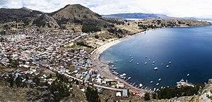 Vista Panorámica de la ciudad y el lago Titicaca