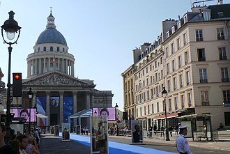 Simone Veil - Panthéon and rue Soufflot prepared for the Panthéon ceremony.