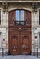 Paris Porte cochère rue La Bruyère 2012.jpg