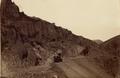 Paso del ferrocarril de Valparaíso a Santiago, por la ladera de un cerro pedregoso (Rowsell y Courret Hermanos, Valparaíso, Chile) HR.png