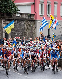 The peloton just after the start in Mendrisio