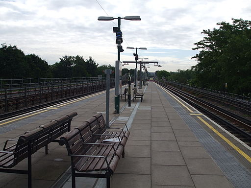 Perivale station eastbound