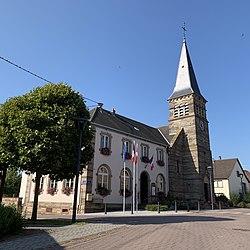 Pfalzweyer Mairie et église.jpg