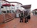 Pferdewagen vor der Strandhalle - panoramio.jpg
